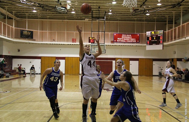 Julie Raeder led Cardinal Stritch with 16 points in its win on Thursday.